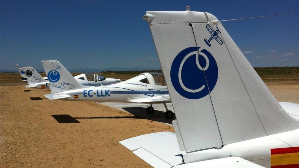 Dos muertos tras estrellarse una avioneta en Toledo. En la foto, varias avionetas en el aeródromo de Casarrubios del Monte.