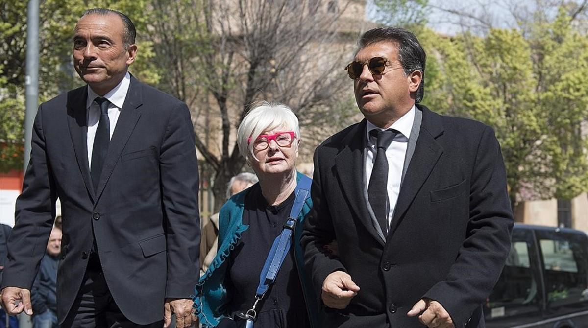 El exvicepresidente Rafael Yuste, la viuda de Armand Carabén y Joan Laporta.