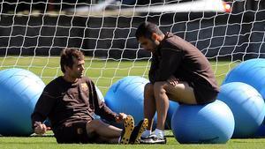 Tito y Guardiola charlan durante un entrenamiento.