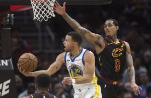Stephen Curry logró 42 puntos.