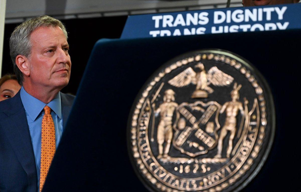 El alcalde de Nueva York, Bill de Blasio, en el homenaje a Marsha P. Johnson y Sylvia Rivera, dos activistas transgénero.