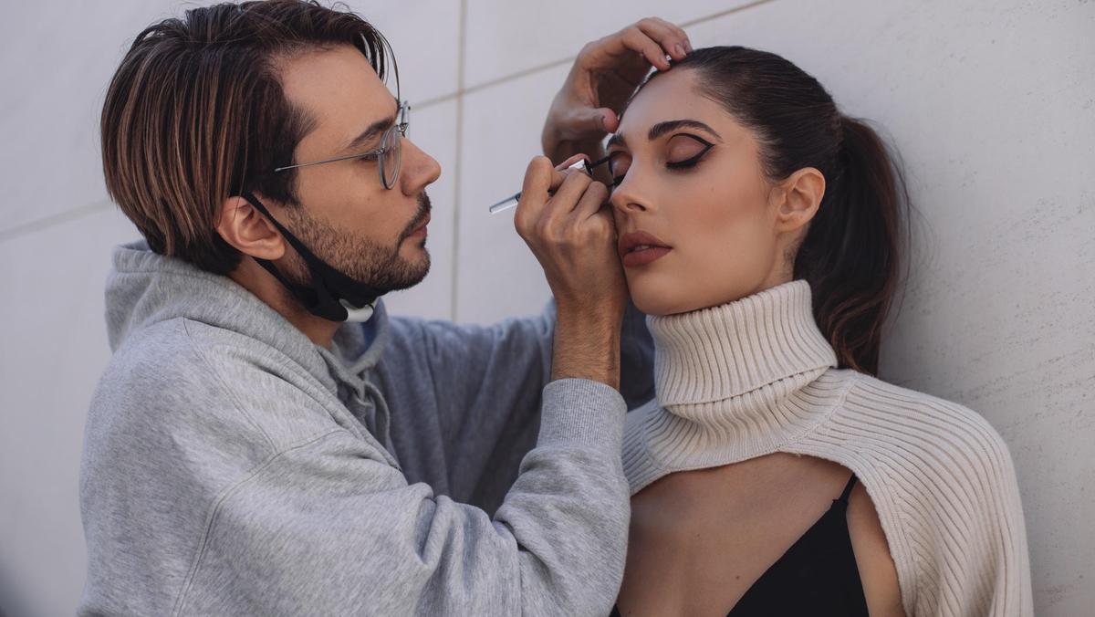 Rubén Ramos, l'estilista de TikTok: «El maquillatge efecte filtre és el que més demanen els 'influencers'»