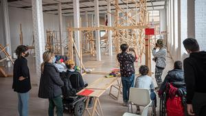 Taller en la exposición de Martí Anson en Fabra i Coats, este miércoles.