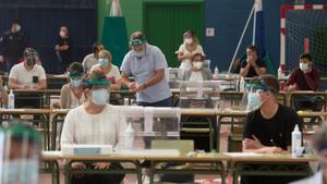 Votación en Burela(Galicia)durante las elecciones autonómicas de julio del 2020.
