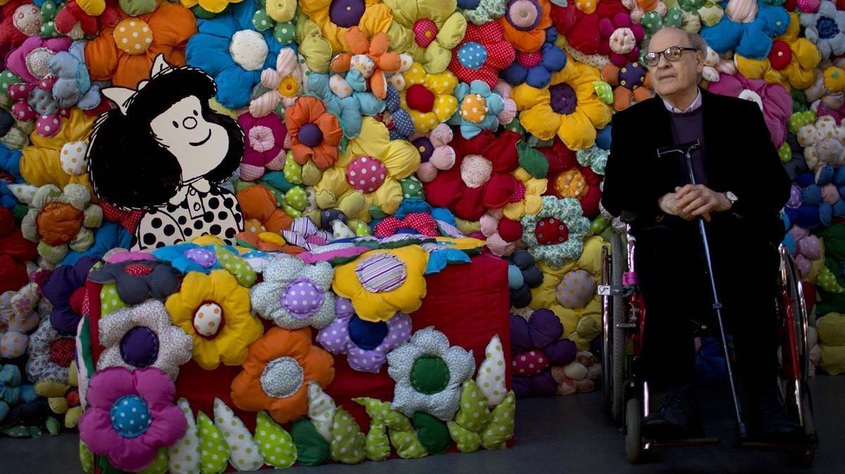 Quino, con Mafalda, en Buenos Aires en el 2014