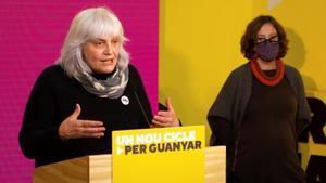 La candidata por la CUP, Dolors Sabater, durante su comparecencia ante los medios de comunicación para valorar los resultados de las elecciones.