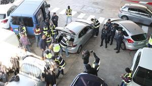 La Policía Nacional impide a los Mossos quemar documentos en la incineradora de Sant Adrià, el 26 de octubre del 2017.