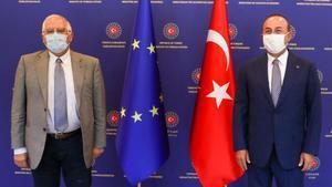 Josep Borrell y el ministro de Exteriores turco, Mevlüt Çavusoglu, este lunes en Ankara.