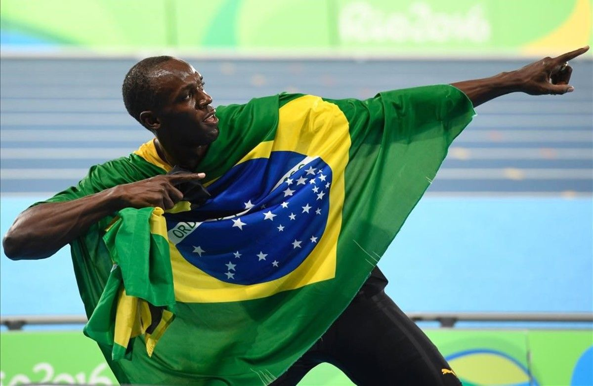 Usain Bolt, con la bandera de Jamaica, en Río.