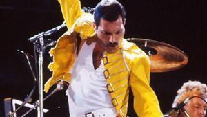 Freddie Mercurye en plena acción en uno de sus conciertos.