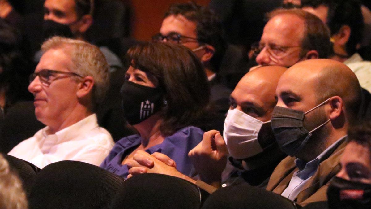 Elisenda Paluzie (en la foto, junto a Marcel Mauri) critica a los partidos independentistas por devolver a Catalunya a los años del Estatut y llama a recuperar las calles.