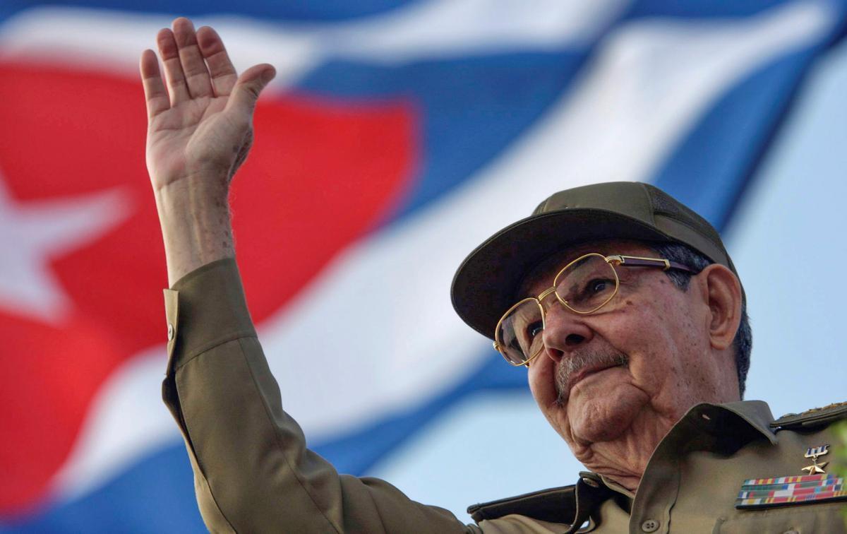 """Raúl Castro llama a evitar la """"restauración capitalista"""" con la que  """"sueñan"""" parte de los cubanos"""
