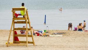 Bajan un 45 % las asistencias de socorrismo en las playas de Mataró este verano