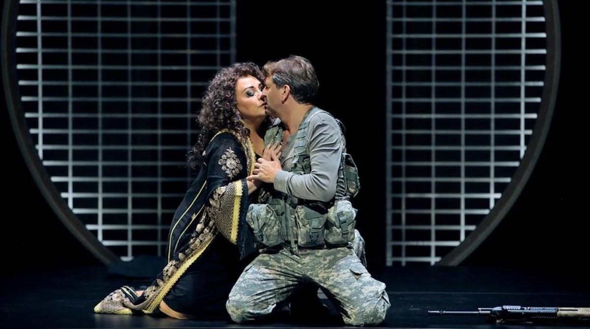 Elena Pankratova (Kundry) y Andreas Schager (Parsifal), en 'Parsifal', de Richard Wagner, en el Festival de Bayreuth.