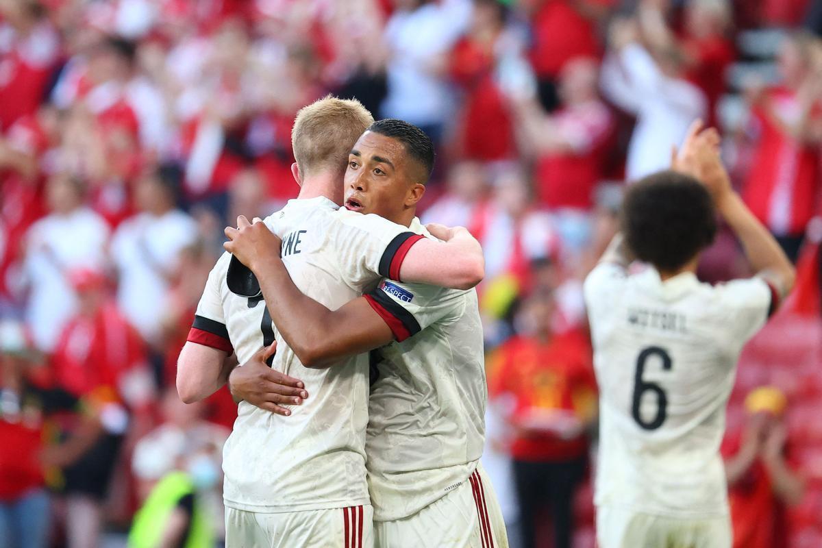 Los jugadores de Bélgica celebran uno de los goles ante Dinamarca.