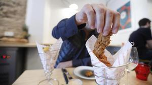 12 bons restaurants de Barcelona on menjar amb les mans