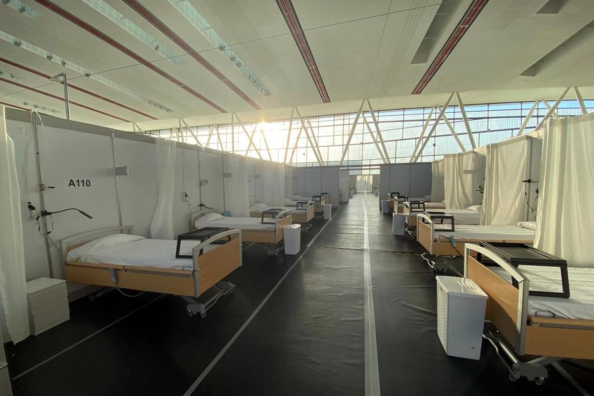 La pista de atletismo de Sabadell, convertida en el Hospital de campaña Vallès Salut.