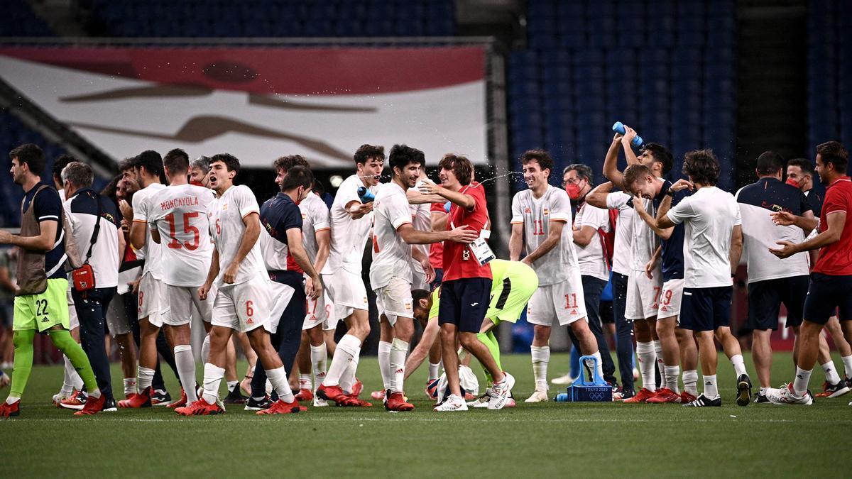 Felicidad en los jugadores españoles tras el pase a la final.