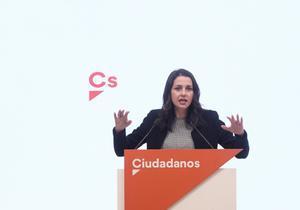 La presidenta de Ciudadanos, Inés Arrimadas, ofrece una rueda de prensa posterior a la reunión del Comité Permanente de Ciudadanos, en Madrid, (España), a 10 de noviembre de 2020. El encuentro se ha centrado en las nuevas condiciones del partido para apoyar el proyecto presupuestario para 2021.