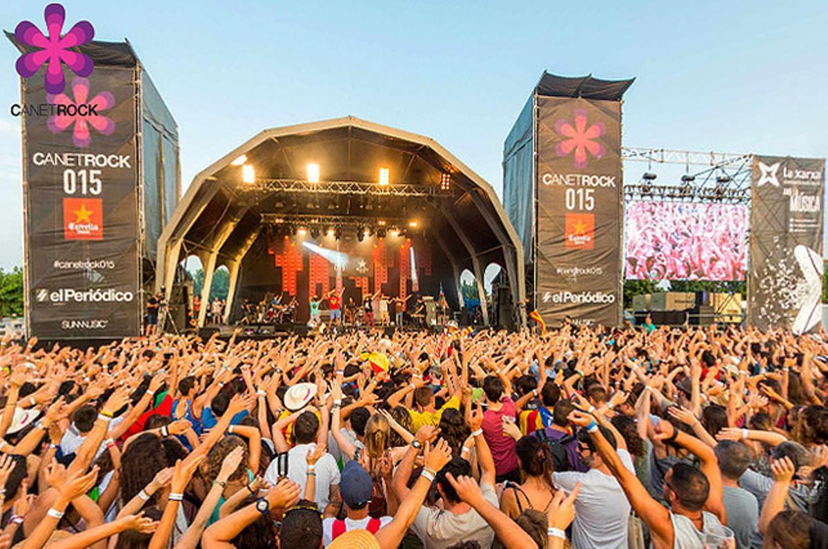 El público abarrotó el recinto en el que se celebró el Canet Rock 2015.