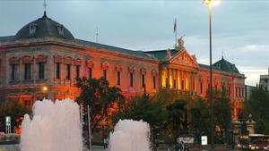 La fachada del edificio de la Biblioteca Nacional situado en el madrileño Paseo de Recoletos.