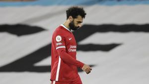 Mohamed Salah marcha decepcionado a los vestuarios de Craven Cottage.