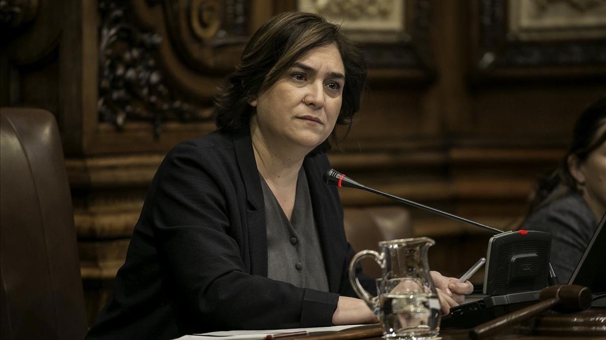 Ada Colau, durante unpleno del Ayuntamiento de Barcelona.