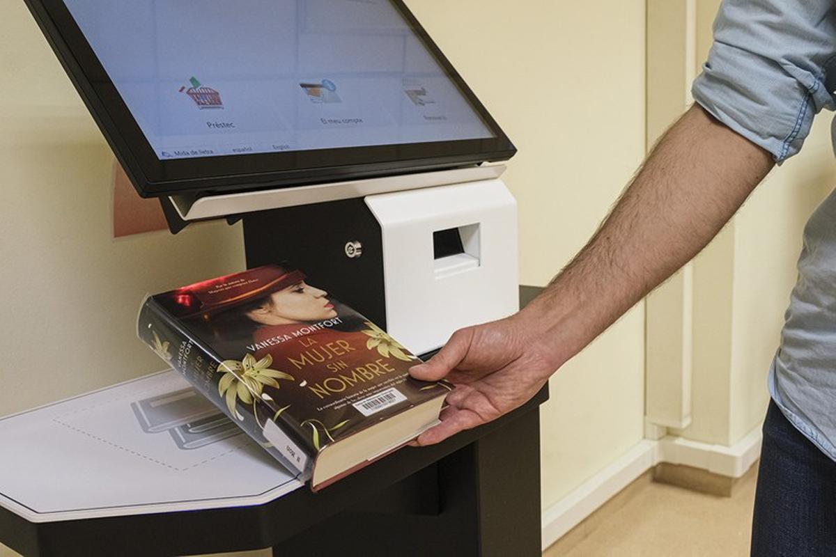 La Bibliotecas de Cornellà cuenta con un servicio de autoprestamo a partir de esta semana