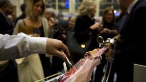 Degustación de jamón ibérico durante una gala del Català de l'Any.