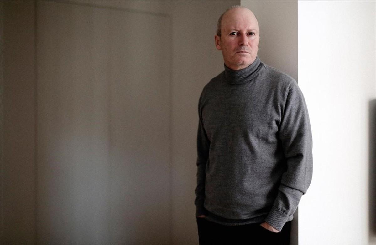 El compositor y letrista Nacho Canut, en casa de su editor, en Madrid, durante la entrevista.