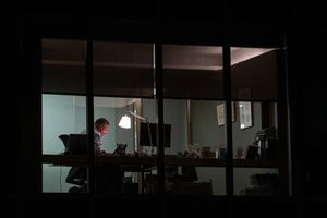 Mal humor, fatiga, estrès, depressió i, fins i tot, el suïcidi: Les conseqüències de portar la feina al límit