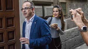 Jordi Turull, sorprès intentant renovar el seu passaport
