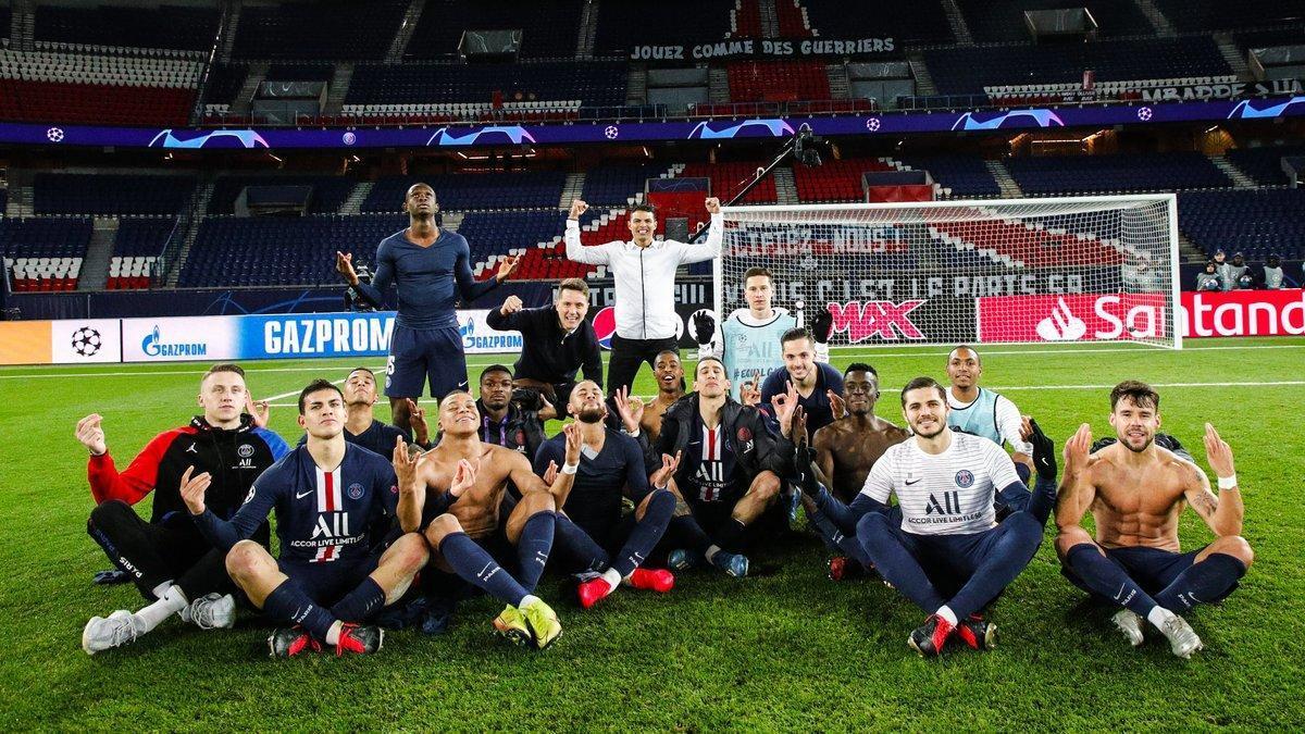 Los jugadores del PSG imitan la celebración de Haaland tras eliminar al Borussia Dortmund en los octavos de la Champions.