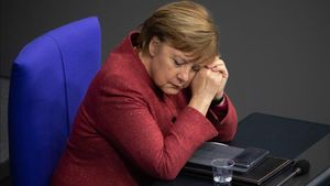 Berlin (Germany)  09 12 2020 - German Chancellor Angela Merkel during a session of the German parliament  Bundestag  in Berlin  Germany  09 December 2020  Members of Bundestag debated in a general discussion on the government s policy  (Lanzamiento de disco  Alemania) EFE EPA HAYOUNG JEON