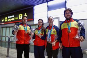 Los cuatro tiradores del equipo español, en el aeropuerto de Barajas.