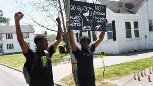 La mort d'un hispà i un negre en mans de la policia reactiva la indignació als EUA