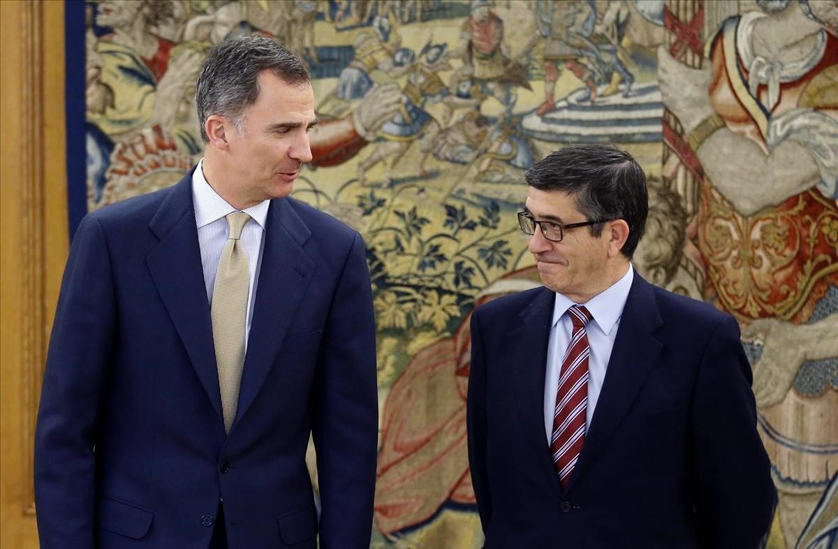 El Rey recibe al presidente del Congreso, Patxi López, al término de su tercera ronda con los grupos