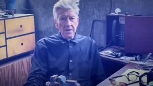David Lynch, dando el partemeteorológicoen su canal de Youtube.