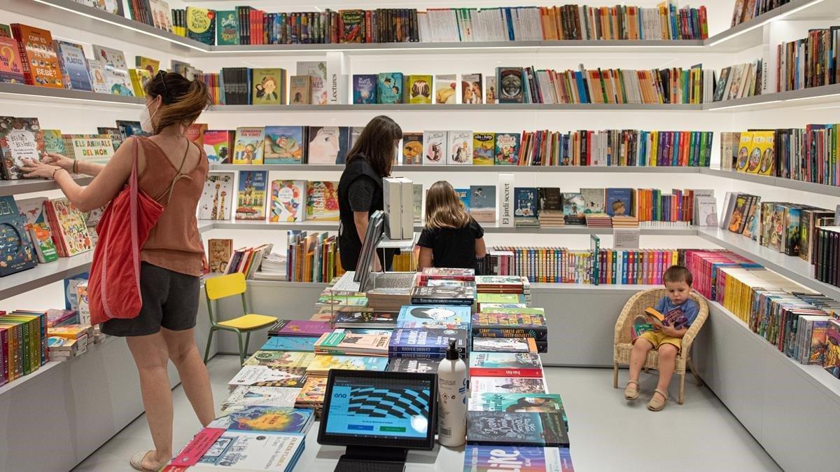 Un aspecto de la librería Ona, de Pau Claris.