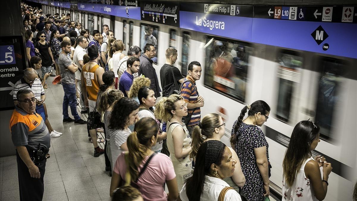 Estación de metro de La Sagrera, una de las más concurridas de toda la red.