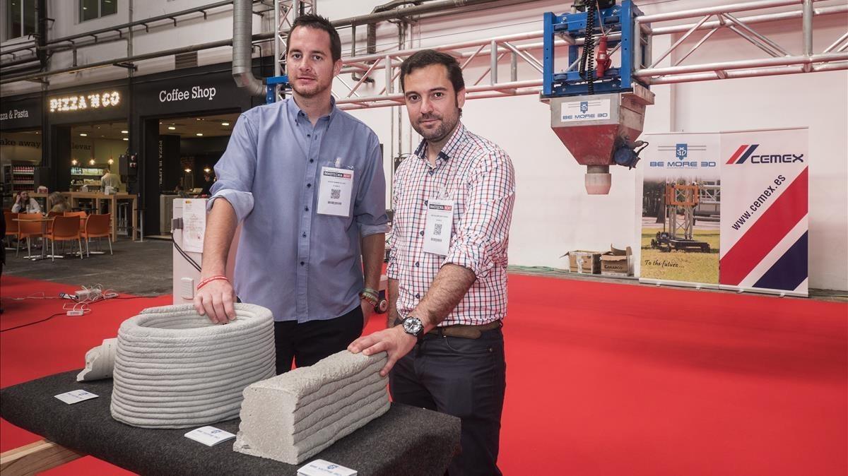 Vicente Ramírez (izquierda), CEO de Be More 3D, y José Guillermo Muñoz, socio.