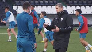 Juan Carlos Garrido, en su primer entrenamiento con el Castellón, este jueves.