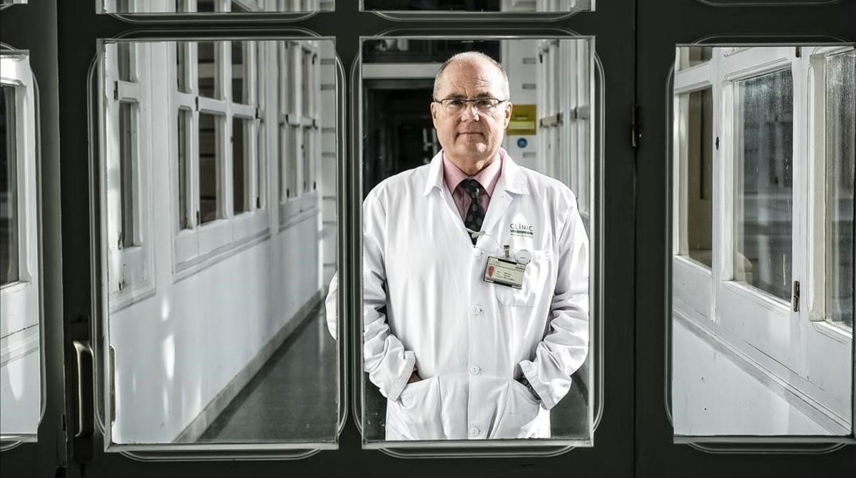 Antoni Trilla, en el hospital Clínic de Barcelona.