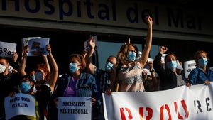 Un centenar de sanitaris de l'Hospital del Mar reclamen millores laborals