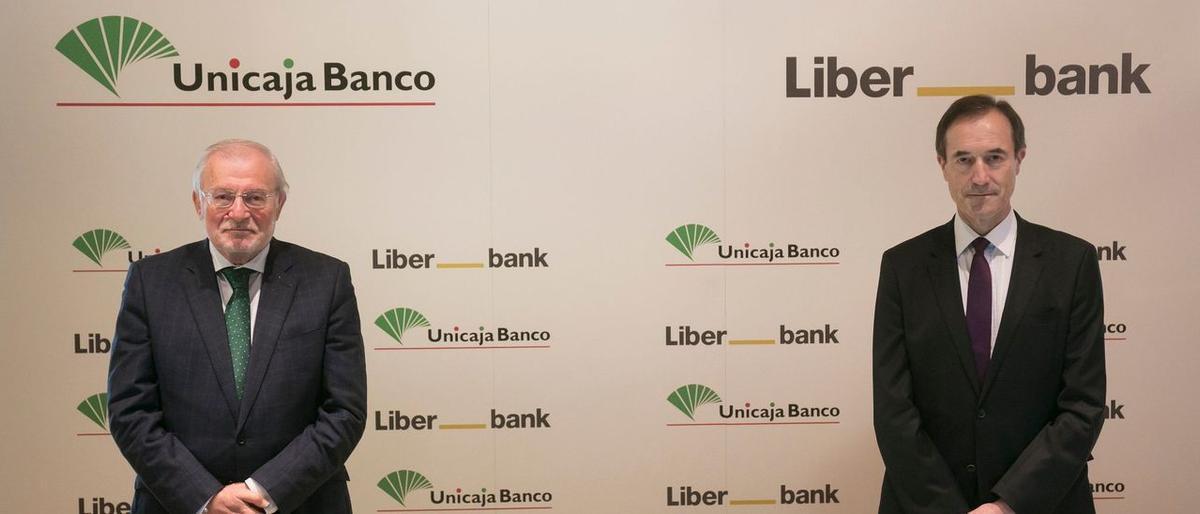 Manuel Azuaga, presidente ejecutivo, y Manuel Menéndez, consejero delegado de la nueva entidad fusionada entre Unicaja y Liberbank.