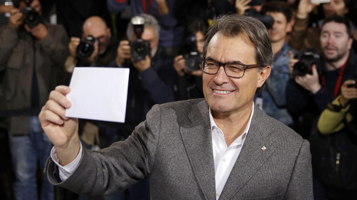 El presidente Artur Mas en las urnas