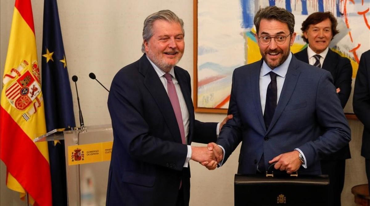 Íñigo Méndez de Vigo (izquierda) junto Màxim Huerta, en Madrid.