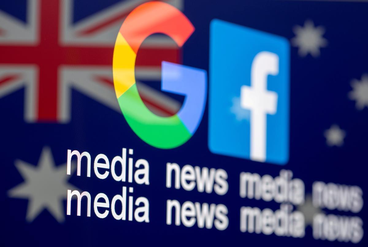 Los logos de Google y Facebook sobre la bandera australiana