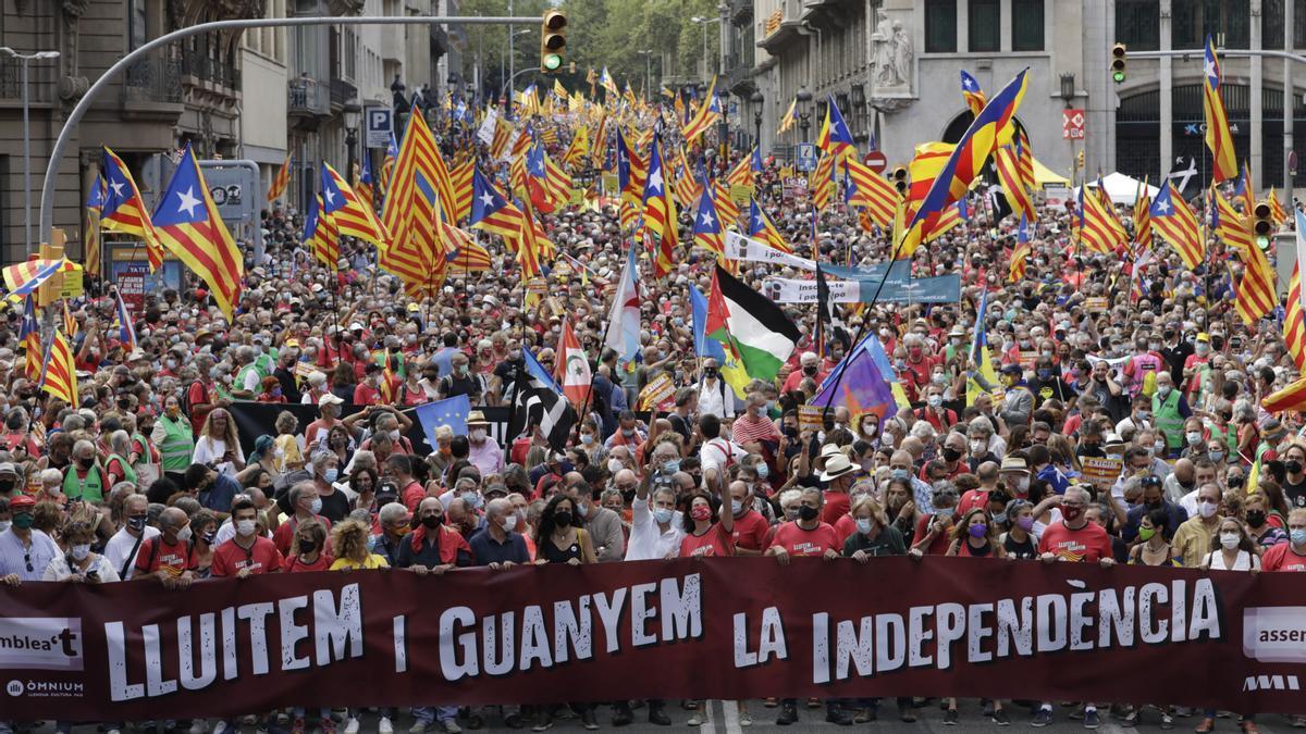 Vista de la cabecera de la manifestación en la Via Laietana.