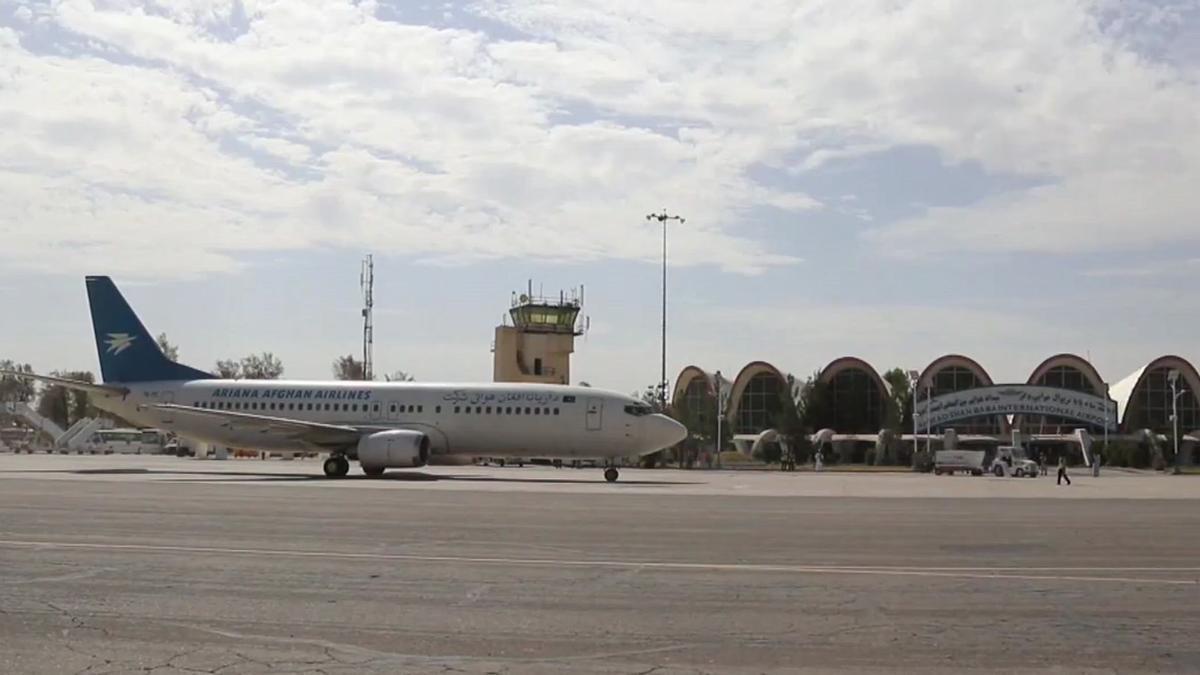 El aeropuerto de Kabul retoma parte de su actividad